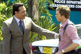 Jimmy Smits e Michael C. Hall in un'immagine dell'episodio Finding Freebo della serie Dexter