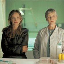 Calista Flockhart in una scena del film Fragile, diretto da Jaume Balaguerò