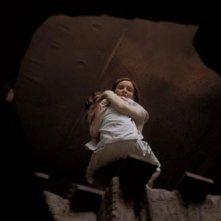 Calista Flockhart in una scena drammatica del thriller Fragile