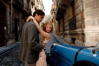Jack Huston e Mena Suvari in un'immagine di The Garden of Eden