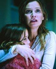 Yasmin Murphy con Calista Flockhart in una scena di Fragile
