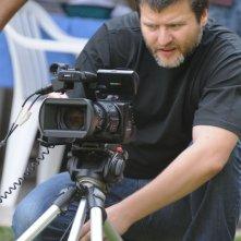 Il regista Gastón Duprat sul set del film El artista