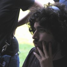 Il regista Mariano Cohn sul set del film El artista