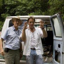Il regista Raja Gosnell e il direttore della fotografia Phil Meheux sul set del film Beverly Hills Chihuahua