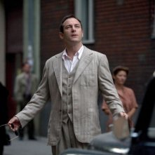 Jason Isaacs in una scena del film Good