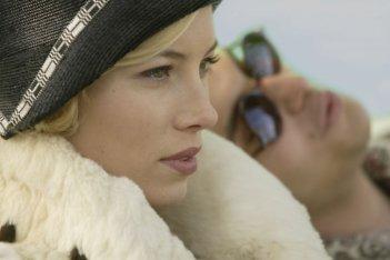 Jessica Biel in una scena del film Easy Virtue