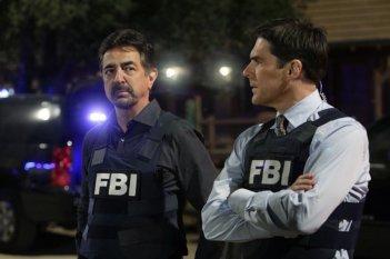 Joe Mantegna, nel ruolo di David Rossi e Thomas Gibson in una scena dell'episodio 'Paradise' della serie tv Criminal Minds