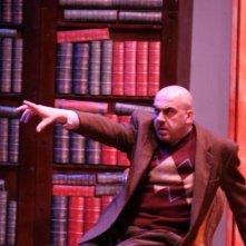 Paolo Bellanti in una scena dello spettacolo Il mistero dell\'assassino misterioso di Lillo e Greg