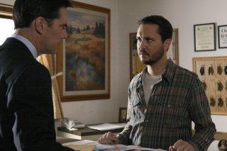 Thomas Gibson insieme a Wil Wheaton in un momento dell'episodio 'Paradise' della serie Criminal Minds