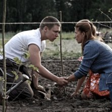 Eero Milonoff e Kristiina Halttu in una scena del film The Home of the Dark Butterflies
