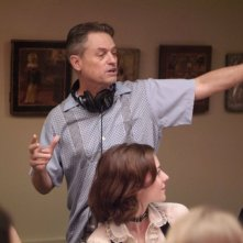 Il regista Jonathan Demme sul set di Rachel Getting Married
