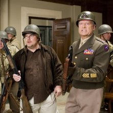 Kevin P. Farley e Kelsey Grammer in una scena del film An American Carol