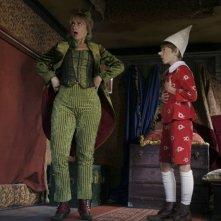 Luciana Littizzetto e Robbie Kay in una scena di Pinocchio