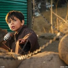 Purav Bhandare in una sequenza del film Tahaan - A boy with a Grenade