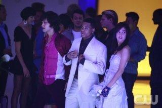 Tristan Wilds, Michael Steger e Jessica Stroup nell'episodio Model Behavior di 90210