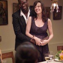 Tunde Adebimpe e Rosemarie Dewitt in una sequenza di Rachel Getting Married