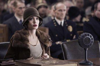 Angelina Jolie interpreta Christine Collins nel film Changeling diretto da Clint Eastwood