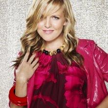 Ashley Jensen in un'immagine promozionale per la terza stagione di Ugly Betty