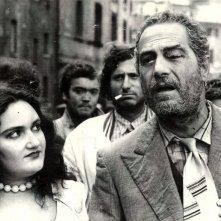 Maria Luisa Santella e Nino Manfredi in Brutti sporchi e cattivi di Ettore Scola