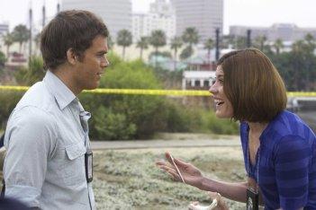 Michael C. Hall e Jennifer Carpenter in una scena dell'episodio The Lion Sleeps Tonight della serie Dexter