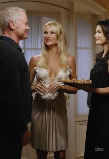 Neal McDonough, Teri Hatcher e Nicollette Sheridan nell'episodio 'Mirror, Mirror' della serie Desperate Housewives