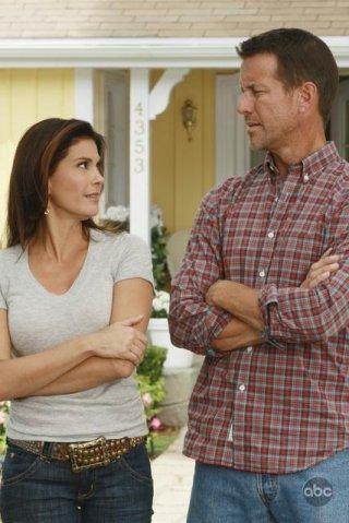 Teri Hatcher e James Denton nell'episodio 'Back in Business' della serie Desperate Housewives