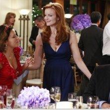 Eva Longoria, Marcia Cross e Ricardo Chavira nell'episodio 'We're So Happy, You're So Happy' in Desperate Housewives