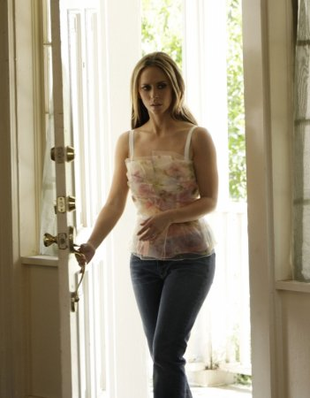 Jennifer Love Hewitt in una sequenza dell'episodio Ghost in the Machine, nella quarta stagione di Ghost Whisperer