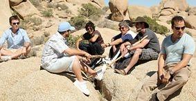 Kevin Connolly, Kevin Dillon, Jerry Ferrara, Adrian Grenier, Jeremy Piven e Eric Roberts in una scena dell'episodio 'Tree Trippers' della quinta stagione di Entourage