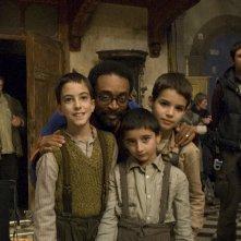 Leonardo Bertuccelli (al centro) con il regista Spike Lee sul set di Miracolo a Sant'Anna