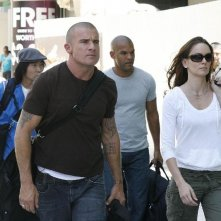 Amaury Nolasco, James Hiroyuki Liao, Dominic Purcell e Sarah Wayne Callies in una scena dell'episodio Five The Hard Way di Prison Break