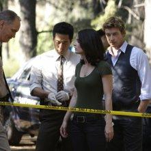 Simon Baker, Robin Tunney e Tim Kang nell'episodio Redwood di The Mentalist