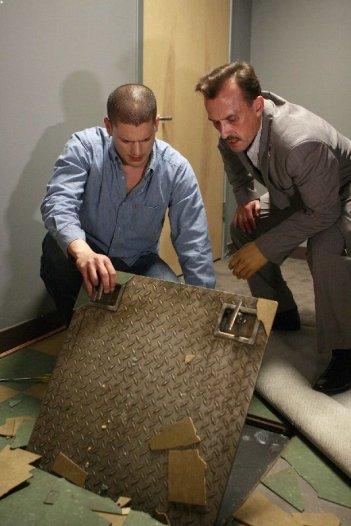 Wentworth Miller e Robert Knepper nell'episodio Five The Hard Way di Prison Break