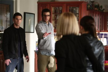 Zachary Quinto, Milo Ventimiglia con Hayden Panettiere e Brea Grant  (di spalle) nell'episodio I Am Become Death di Heroes