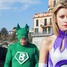 Capitan Basilico (Massimo Bosso) affronta la sua ex-fidanzata Regina (Giorgia Wurth)