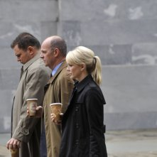 Kathryn Morris, John Finn e Jeremy Ratchford nell'episodio 'True Calling' della sesta stagione di Cold Case