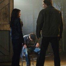 Dameon Clarke, Jared Padalecki e Genevieve Cortese in una scena dell'episodio Metamorphosis di Supernatural