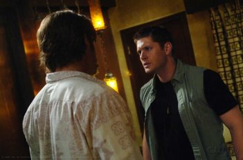 Jared Padalecki e Jensen Ackles in una scena dell'episodio Metamorphosis di Supernatural
