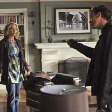 Christina Applegate con  Barry Watson in una scena dell'episodio 'Out of Africa' della serie Samatha Chi?