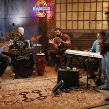 Doug Savant, Ricardo Chavira, Kyle MacLachlan, Neal McDonough e James Denton in una sequenza di Desperate Housewives, episodio There's Always a Woman