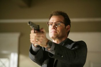 Jack Coleman in una scena dell'episodio Angels And Monsters di Heroes