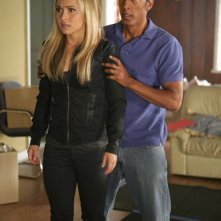 Jamie Hector ed Hayden Panettiere nell'episodio Angels And Monsters di Heroes