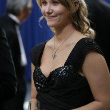 Jewel Staite a un ricevimento nell'episodio 'Brain Storm' della serie Stargate Atlantis
