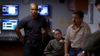 Joe Mantegna e Shemar Moore in una scena dell'episodio 'Minimal Loss' della serie Criminal Minds