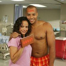 Judy Reyes e Donald Faison (Carla e Turk) sul set della serie Scrubs