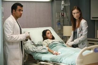 Kal Penn e Olivia Wilde in una scena tratta dall'episodio Joy di Dr. House Medical Division