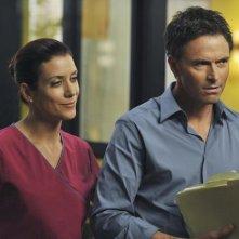Kate Walsh  e Tim Daly in una sequenza dell'episodio 'Past Tense' della serie Private Practice