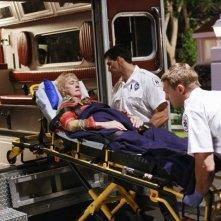 Kathryn Joosten in una sequenza drammatica dell'episodio 'Mirror, Mirror' della serie televisiva Desperate Housewives