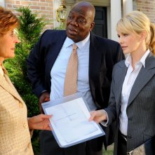 Kathryn Morris insieme a Concetta Tomei e Thom Barry nell'episodio 'Wednesday's Women' della serie tv Cold Case