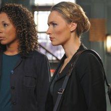 Michaela McManus insieme a Tamara Tunie nell'episodio 'Retro' della serie tv Law & Order: SVU